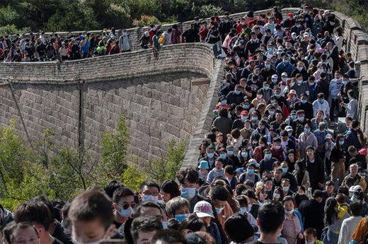 ببینید | رژه میلیونی روی دیوار بزرگ/ چینیها کرونا نمیگیرند!