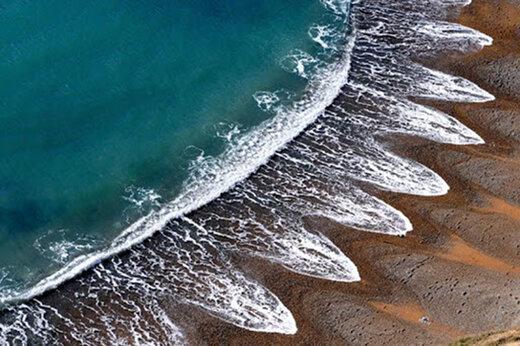 ببینید | نجات جان دو کودکی که زنده در ساحل دفن شده بودند