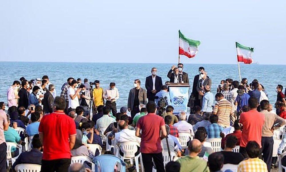 محمود احمدی نژاد در لب ساحل میتینگ انتخاباتی گذاشت +عکس