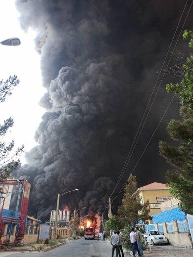 آتشسوزی مهیب در کارخانه الکل قم؛ امکان سمی بودن دود/ تصویر