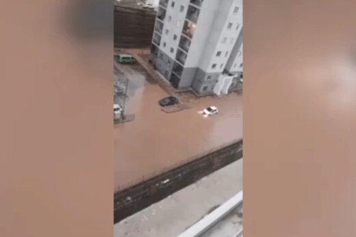 ببینید | شنای ماشینها در شهر پردیس