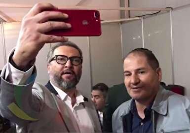 سلفی مرحوم مهرداد میناوند با استاد فوتبال/عکس