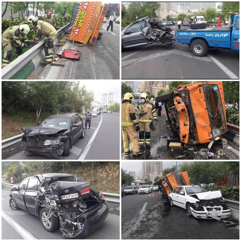 عکس | تصادف زنجیره ای شدید در اتوبان مدرس تهران/ کامیون چپ، سوناتا له شد!