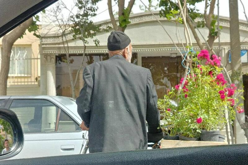 5558550 - ببینید | کار زیبای شهرداری اصفهان برای پیرمرد گلفروش