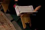عکس | لحظه قرآن به سر گرفتن سرباز حین انجام وظیفه