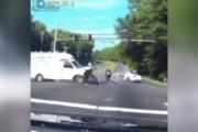 ببینید | معجزه به روایت تصویر؛ فرار حیرتانگیز موتورسوار از مرگ