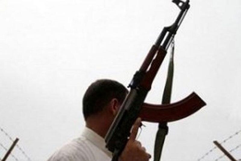 داماد عصبانی، خانواده زنش را با مسلسل قتل عام کرد