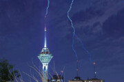 ببینید | لحظه شگفتانگیز برخورد صاعقه با برج میلاد