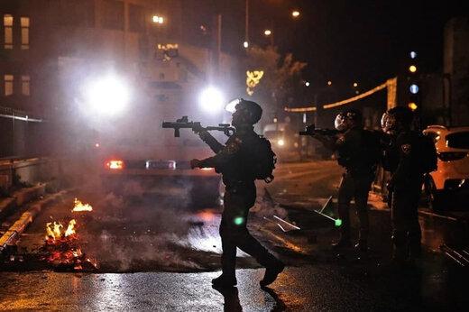 ببینید | حمله وحشیانه چندین نظامی اسرائیلی به یک دختر جوان