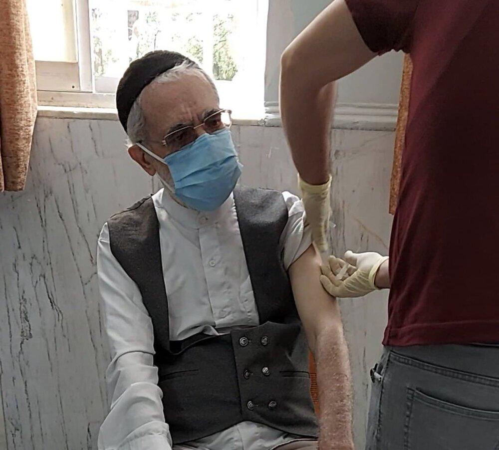 عکس   آیت الله بیات زنجانی واکسن کرونا تزریق کرد