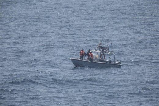 ببینید | فیلم منتشر شده توسط آمریکاییها از گشتزنی قایقهای تندرو سپاه در خلیج فارس