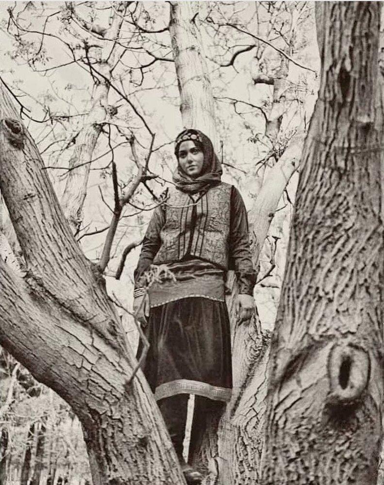 عکس | جدیدترین تصویر از پریناز ایزدیار در پشت صحنه سریال «جیران»