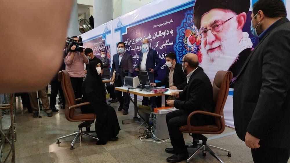 عکسی از سردار دهقان و همسرش در ستاد انتخابات