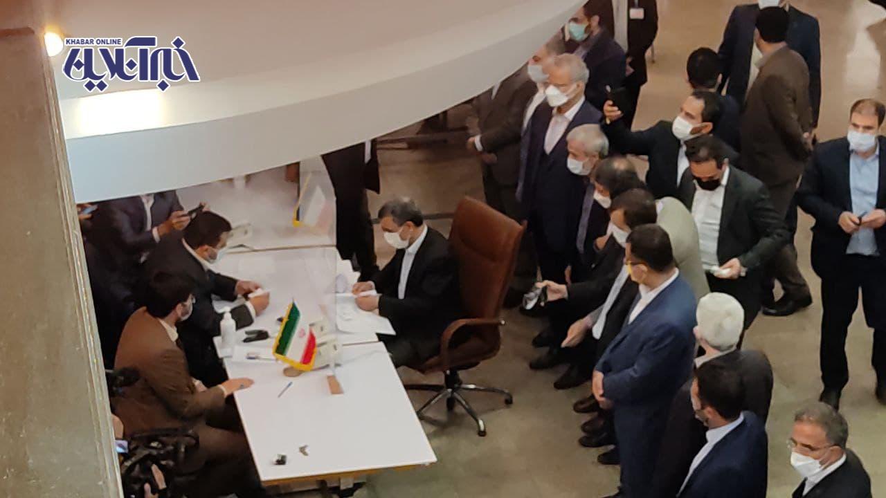 عکس | لحظه ثبت نام محمود احمدینژاد در انتخابات ریاست جمهوری