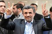 ببینید | لحظه عجیب بالا رفتن احمدینژاد از نردههای وزارت کشور
