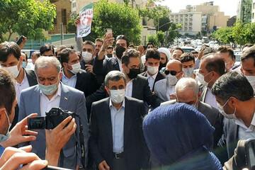 ببینید   درگیری طرفداران احمدینژاد با کارمندان وزارت کشور