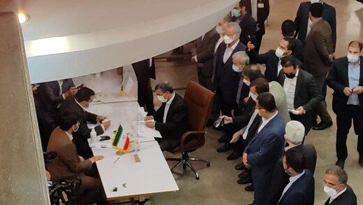 محمود احمدی نژاد رسما کاندیدای ریاست جمهوری شد /خادم ملت ایرانم /شناسنامه اصل اصل است