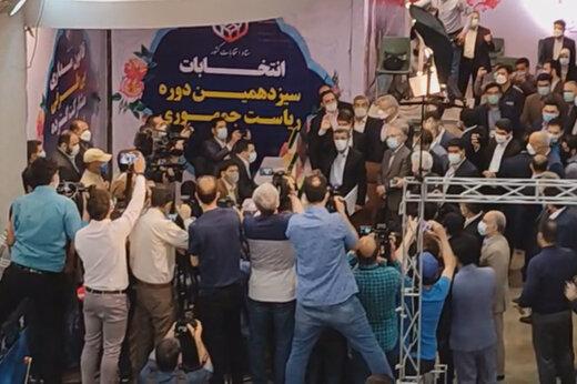 ببینید | لحظه ثبت نام محمود احمدینژاد در انتخابات ریاست جمهوری ۱۴۰۰
