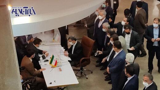 عکس   محمود احمدینژاد اینگونه وارد انتخابات ریاست جمهوری شد