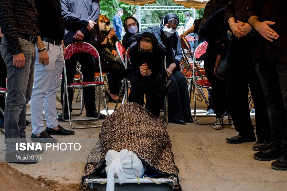 پیکر مسعود ولدبیگی به خاک سپرده شد/ عکس