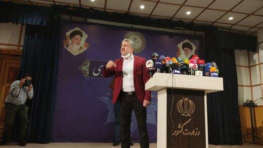 احمدی نژاد جدید با کت قرمز کاندیدای ریاست جمهوری شد/ می خواهم وزیر شادی داشته باشم /از میرحسین و خاتمی استفاده می کنم +عکس