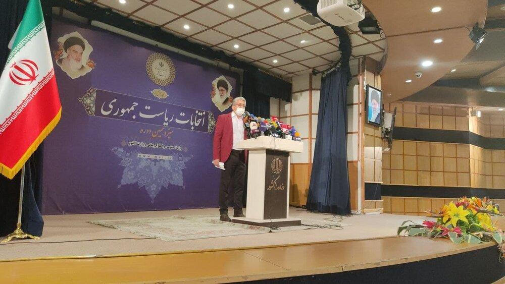 احمدی نژاد جدید با کت قرمز کاندیدای ریاست جمهوری شد+عکس