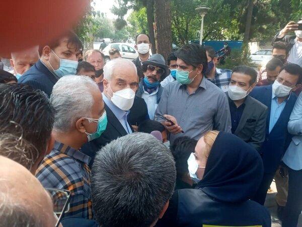 سومین کاندیدای اصلاح طلبان با نوه هایش به ستاد انتخابات آمد /مهرعلیزاده کاندیدا شد +عکس