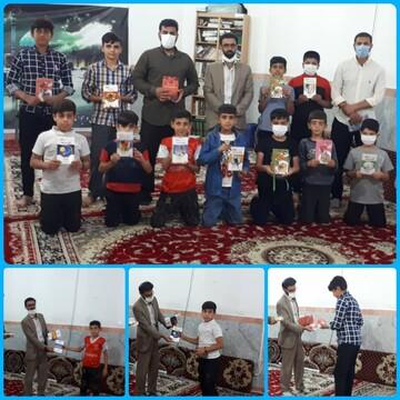 تقدیر و اهدا کتاب به هیات نوجوانان منتظران ظهور