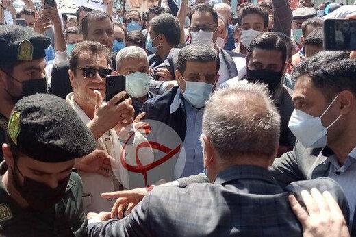 ببینید   درگیری طرفداران ضرغامی با نیروهای انتظامی هنگام ورود وی به وزارت کشور