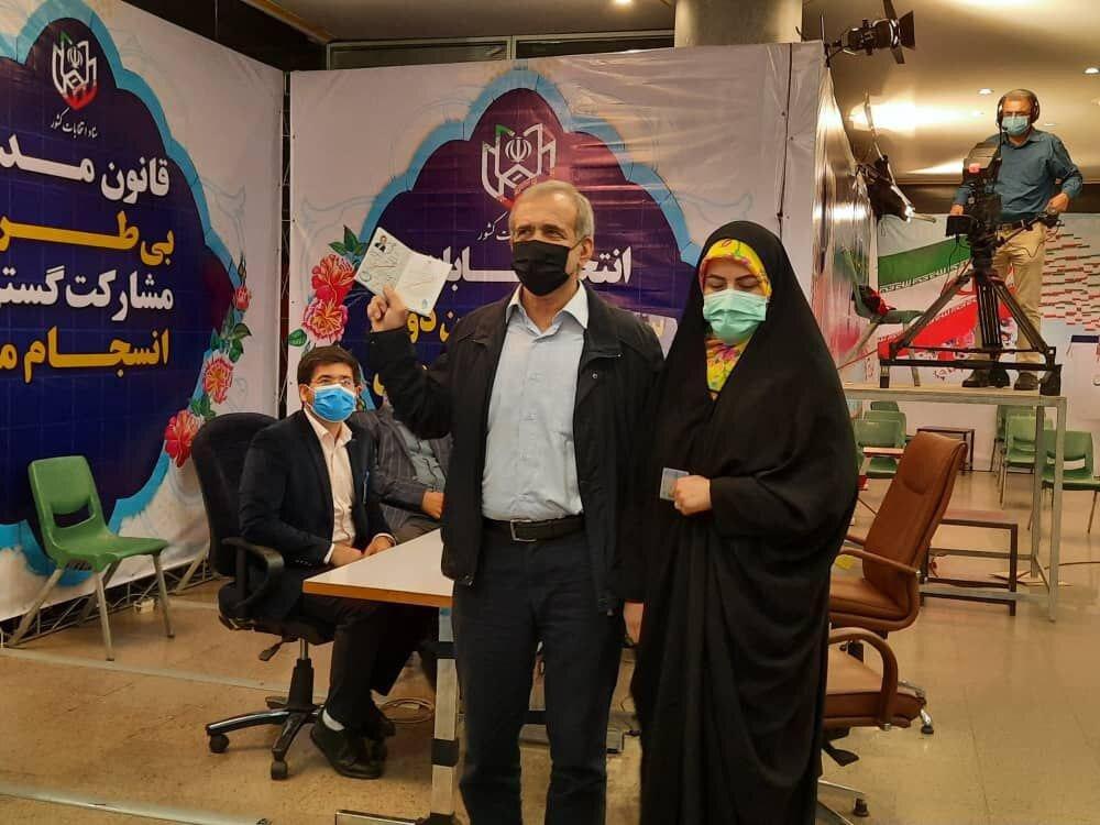 عکسی از مسعود پزشکیان و دخترش در ستاد انتخابات