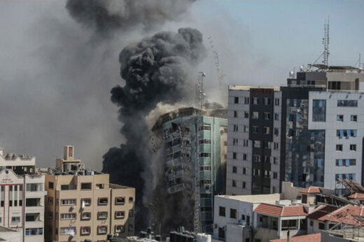 ببینید   خطر مرگ از بیخ گوش خبرنگاران؛ لحظه وحشتناک بمباران دفاتر رسانهای در غزه