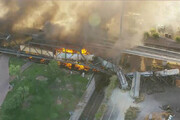 ببینید | خارج شدن قطار و آتش گرفتن آن در آمریکا