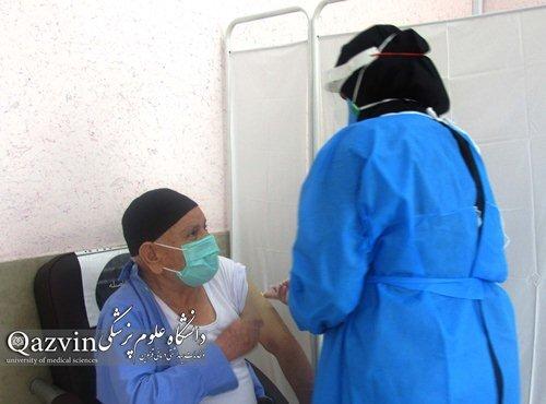 افراد بالای ۸۰سال در قزوین واکسینه شدند