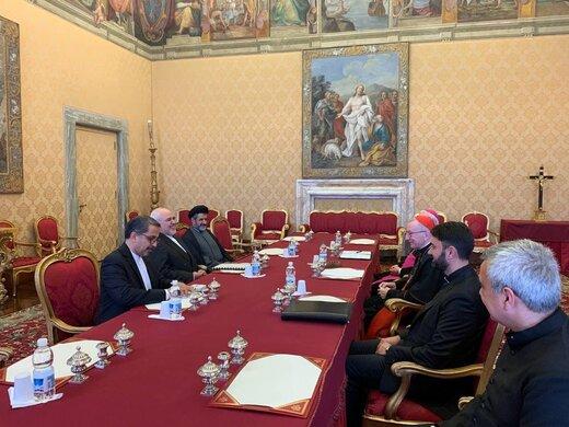 FM Zarif meets with Vatican's officials