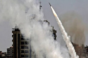 ببینید | برخورد مستقیم موشک شلیکشده از غزه به ساختمانی در «اشدود»