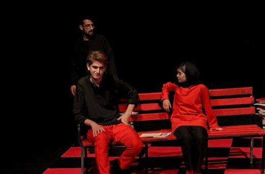 «بوی گوشت آدمیزاد» روی صحنه نمایش