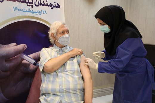 سالمندانی که از واکسیناسیون جا ماندهاند چه کنند؟