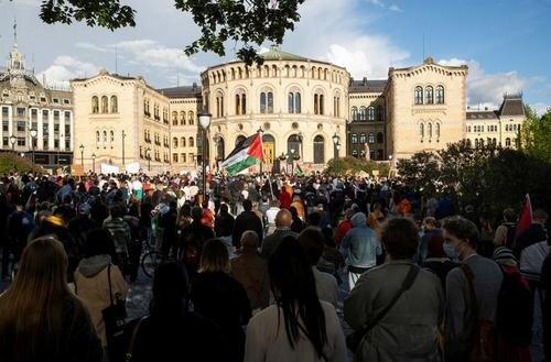 تظاهرات در حمایت از مردم فلسطین در مقابل پارلمان نروژ در شهر اسلو