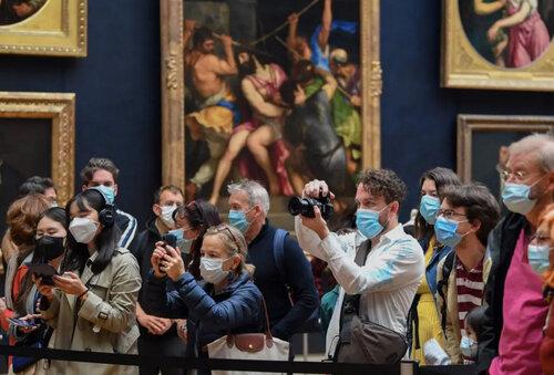 بازگشایی موزه لوور شهر پاریس پس از 4 ماه تعطیلی