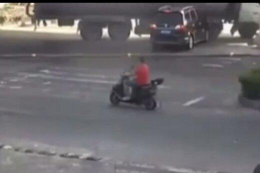 ببینید | خودرویی که در تصادف له شد اما سرنشینانش زنده ماندند