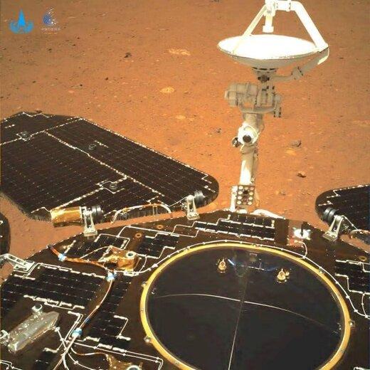 اولین عکسهای گرفته شده از سیاره سرخ توسط مریخ نورد چین