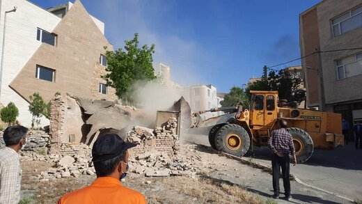 ملک خطر آفرین در میرآباد غربی تخریب شد