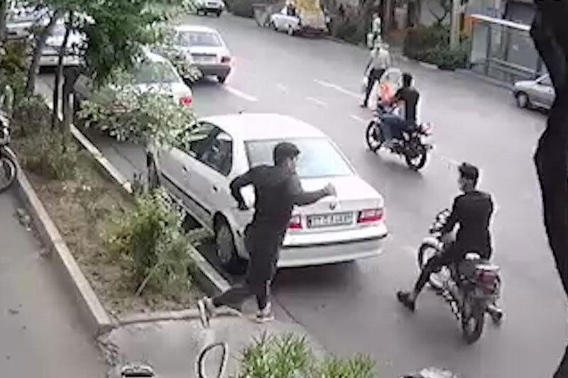 ببینید   قدرتنمایی خوفناک دزدان قمهکش تهرانی!