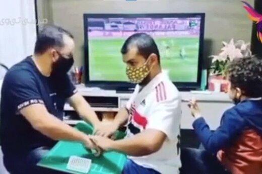 ببینید   لحظاتی پراحساس از گزارش بازی فوتبال برای یک نابینا و ناشنوا