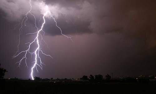 وقوع رعد و برق و باد شدید در ارتفاعات قزوین