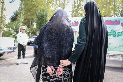 ببینید | دستگیری زن قمه به دست در تهران