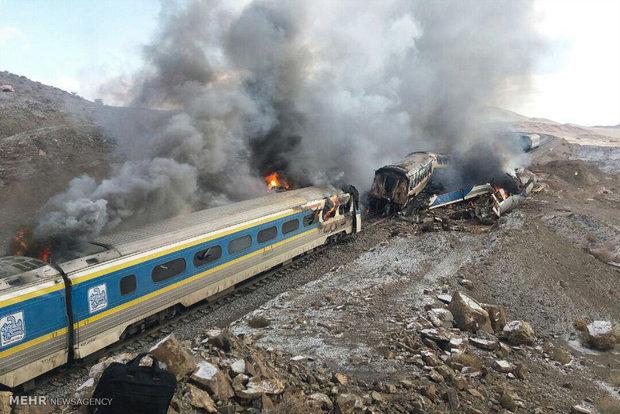 ببینید | قطار مسافربری یزد – تهران در آتش سوخت