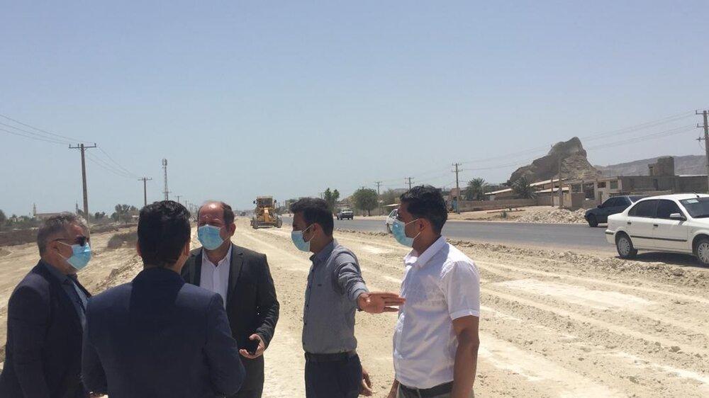 بازدید معاون و مدیران فنی و زیربنایی سازمان منطقه آزاد قشم از چند پروژه بزرگ راهسازی قشم