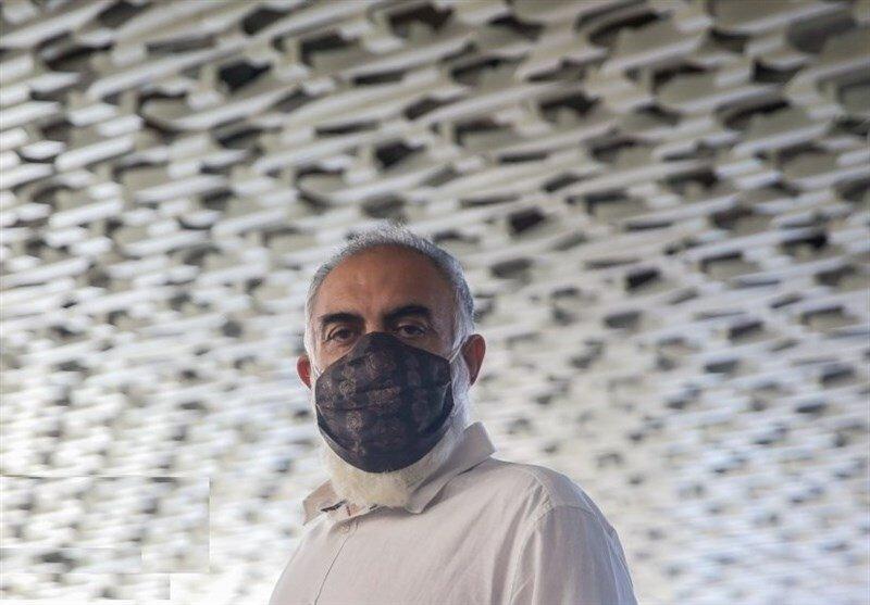 علیرضا شجاعنوری، بازیگر نقشِ سلمان فارسی به جشنواره آمد، ولی چهرهاش را نشان نداد/  عکس