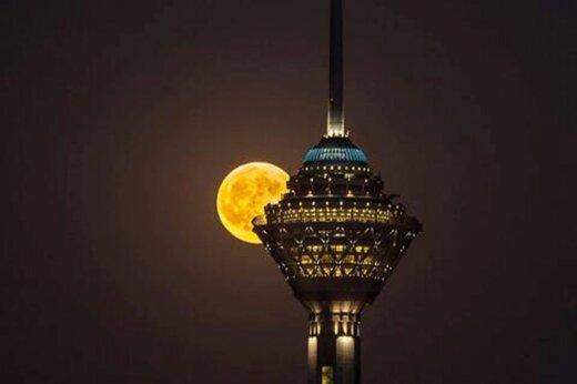 ببینید   زیبائی بینظیر و جذاب طلوع ماه در تهران